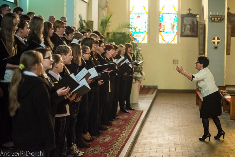 'Pamiętamy…' – koncert w rocznicę kanonizacji Jana Pawła II Chór Camerata kościół Boożego Ciała Tuchola 26.04.2015-5