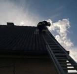 Zabezpieczenie dachu po wichurze ul. Sępoleńska Gostycyn OSP Gostycyn (fot. OSP Gostycyn) 4
