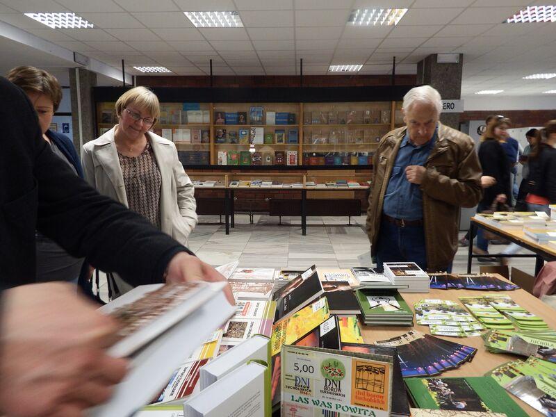 Tucholskie publikacje na  III Toruńskim Kiermaszu Książki RegionalnejDni Ziemi w Ostrowcu Świętokrzyskim 05.2015 5