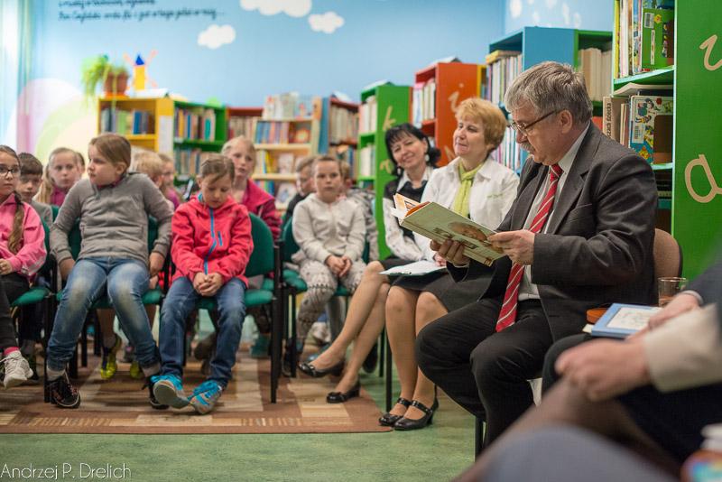 Włodarze cztają dzieciom Tydzień Bibliotek MBP Tuchola 14.05.2015-9