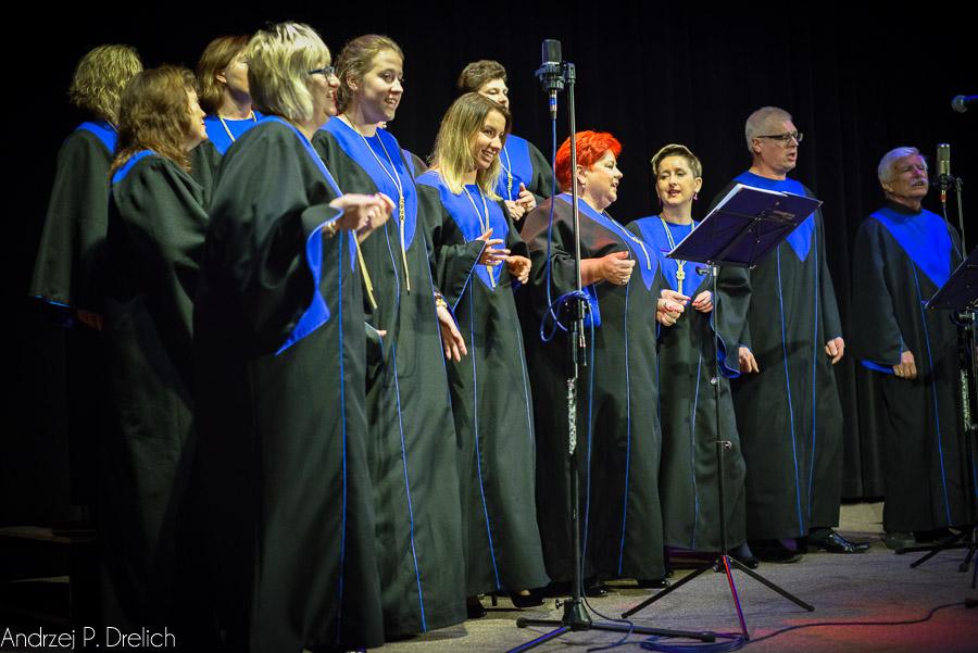 Koncert dla Kingi Szwedy chór AVE,  Eleonora Stosik i Janusz Ciża 22.10.2016 TOK Tuchola-7