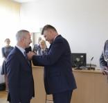 Złoty Medal Za Zasługi dla Policji dla burmisrza Tucholi 07.2017 fot. KWP Bydgoszcz