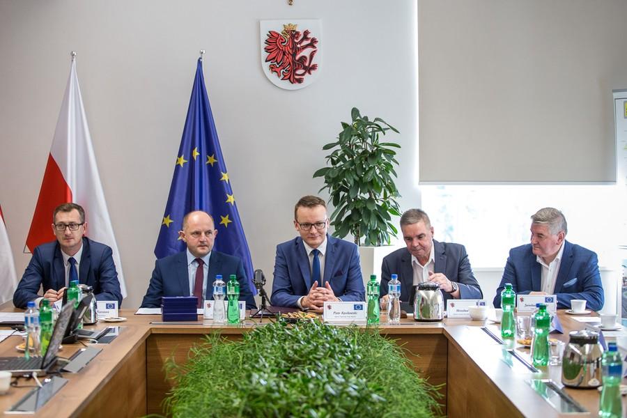 Umowa na remont DW 240 3.08.2017 Urząd Marszałkowski Toruń fot. Urząd Marszałkowski 2
