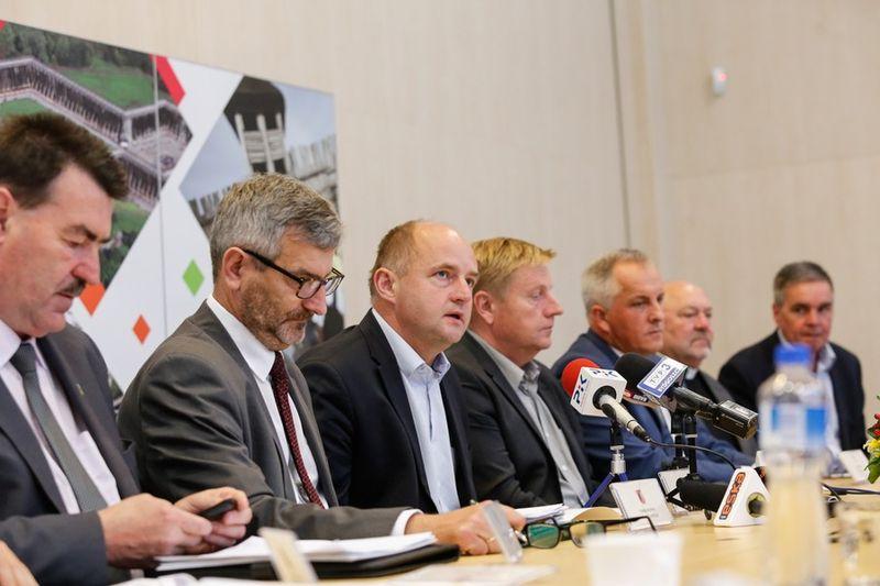 konferencja marszałek Piotr Całbecki starostowie 21.082017 foto Mikołaj Kuras 1
