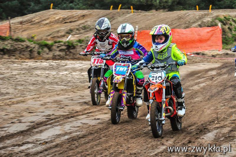 Tosia na zawodach V Rundy Mistrzostw Okręgu Łódzkiego PZM w Cross Country MX Mini 8