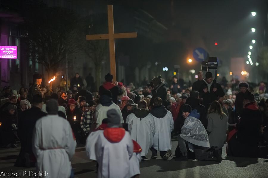 Droga Krzyżowa Tuchola 30.03.2018 fot. Andrzej Drelich-28
