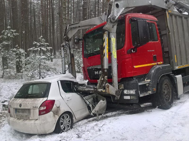 Kolizja Gołąbek - Wlk. Gacno 7.03.2018 fot. KPP Tuchola 5