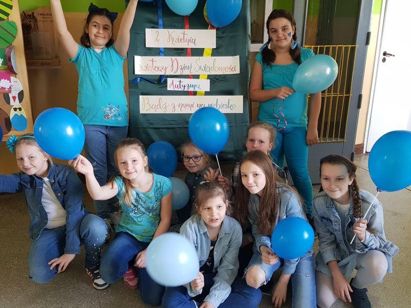 Szkoła na niebiesko – w solidarności z osobami z autyzmem SP3 Tuchola 2.04.2019 6