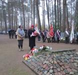Mieszkańcy gm. Gostycyn pod pomnikiem pomordowanych w Rudzkim Moście 11.2029 03