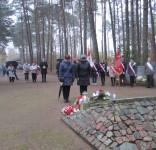 Mieszkańcy gm. Gostycyn pod pomnikiem pomordowanych w Rudzkim Moście 11.2029 05