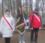 Mieszkańcy gm. Gostycyn pod pomnikiem pomordowanych w Rudzkim Moście 11.2029 10