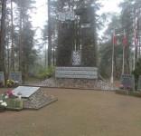 Mieszkańcy gm. Gostycyn pod pomnikiem pomordowanych w Rudzkim Moście 11.2029 11