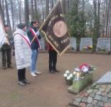 Mieszkańcy gm. Gostycyn pod pomnikiem pomordowanych w Rudzkim Moście 11.2029 21